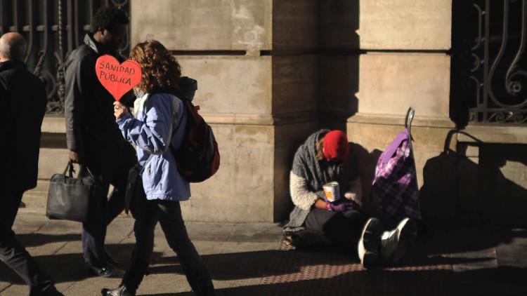 """Expertos alertan sobre un posible """"apocalipsis"""" financiero en España"""