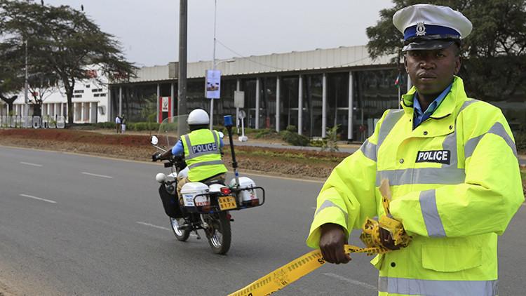 Un hombre con cuchillo ataca a un guardia de la embajada de EE.UU. en Kenia