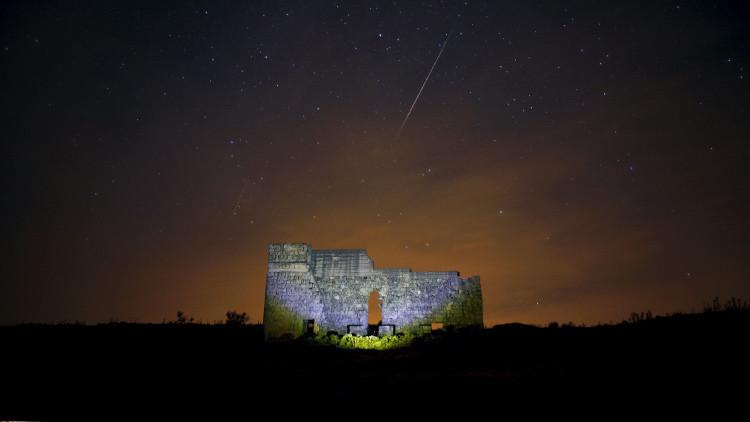 FOTOS: Avistan objetos en forma de meteoritos y bolas de fuego enel cielo de España