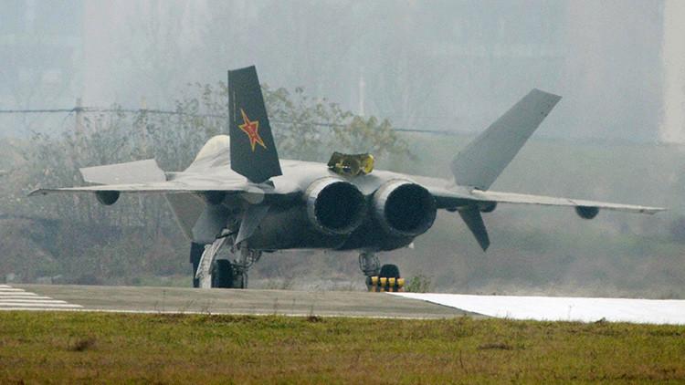 China presenta su nuevo caza furtivo J-20