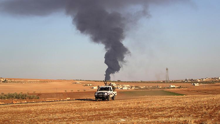 FUERTE VIDEO: Un terrorista suicida se inmola con un coche bomba en el este de Alepo