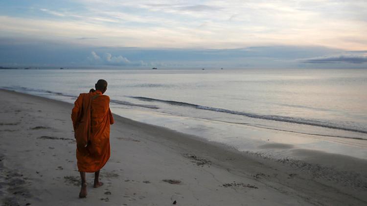 'Nada somos, nada tenemos': Detienen a un monje budista que pagó a una prostituta con dinero falso
