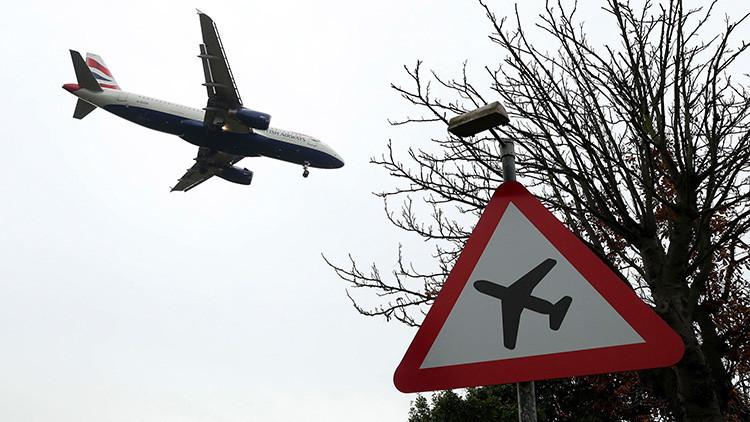 Un piloto de British Airways se hace selfis desnudo en pleno vuelo