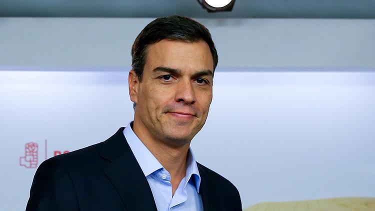 Pedro Sánchez acusa a los poderes financieros y mediáticos de presionar para mantener a Rajoy