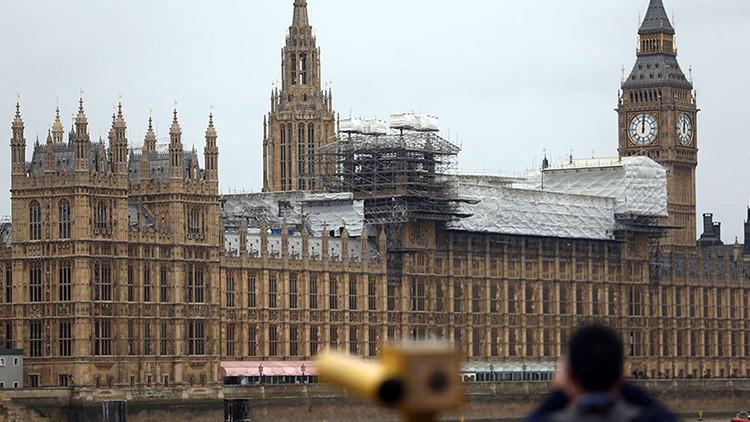 Evacuan el Parlamento británico por alerta de incendio