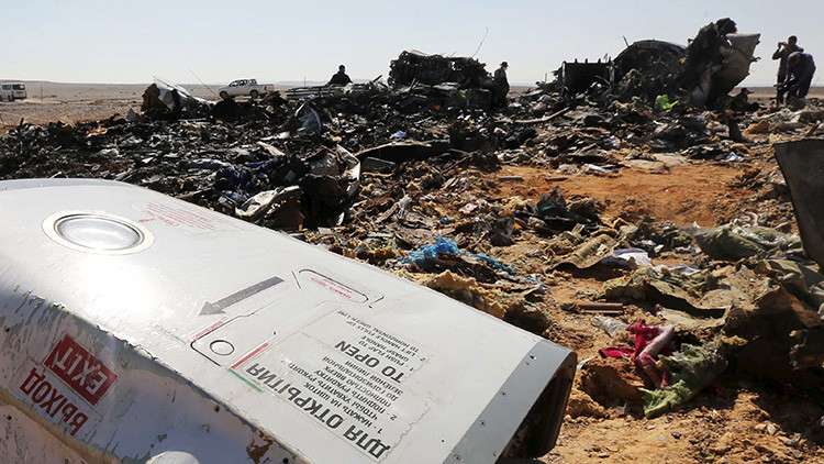 """Determinan que hubo una """"descompresión explosiva"""" en el avión ruso que se estrelló en el Sinaí"""