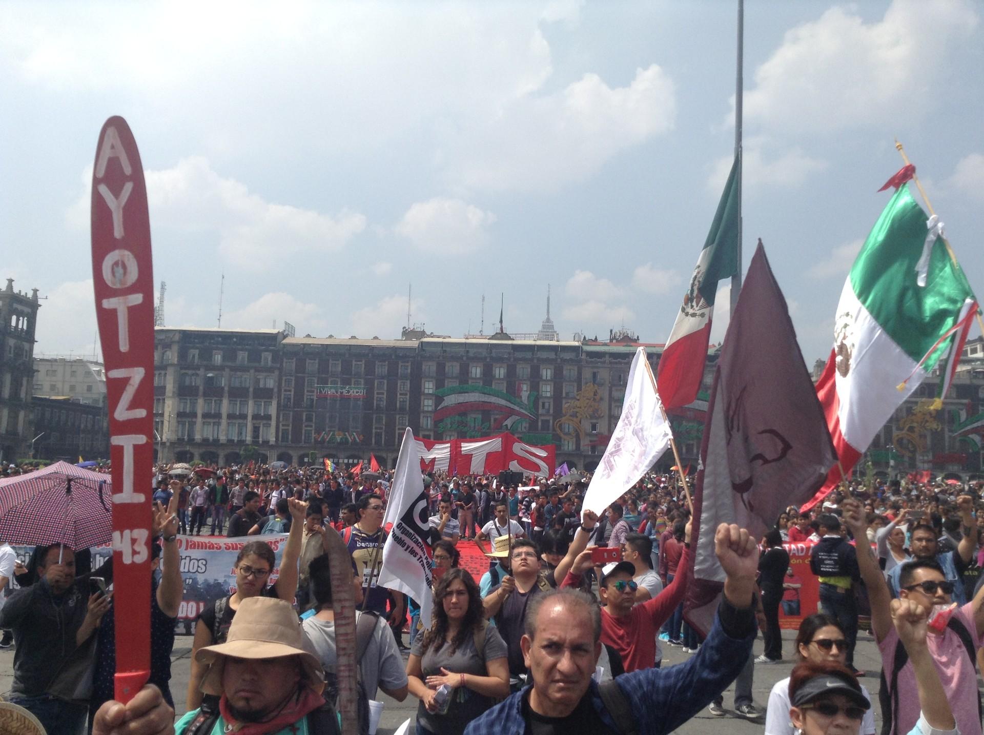 Miles de personas volvieron a salir a las calles de la capital mexicana