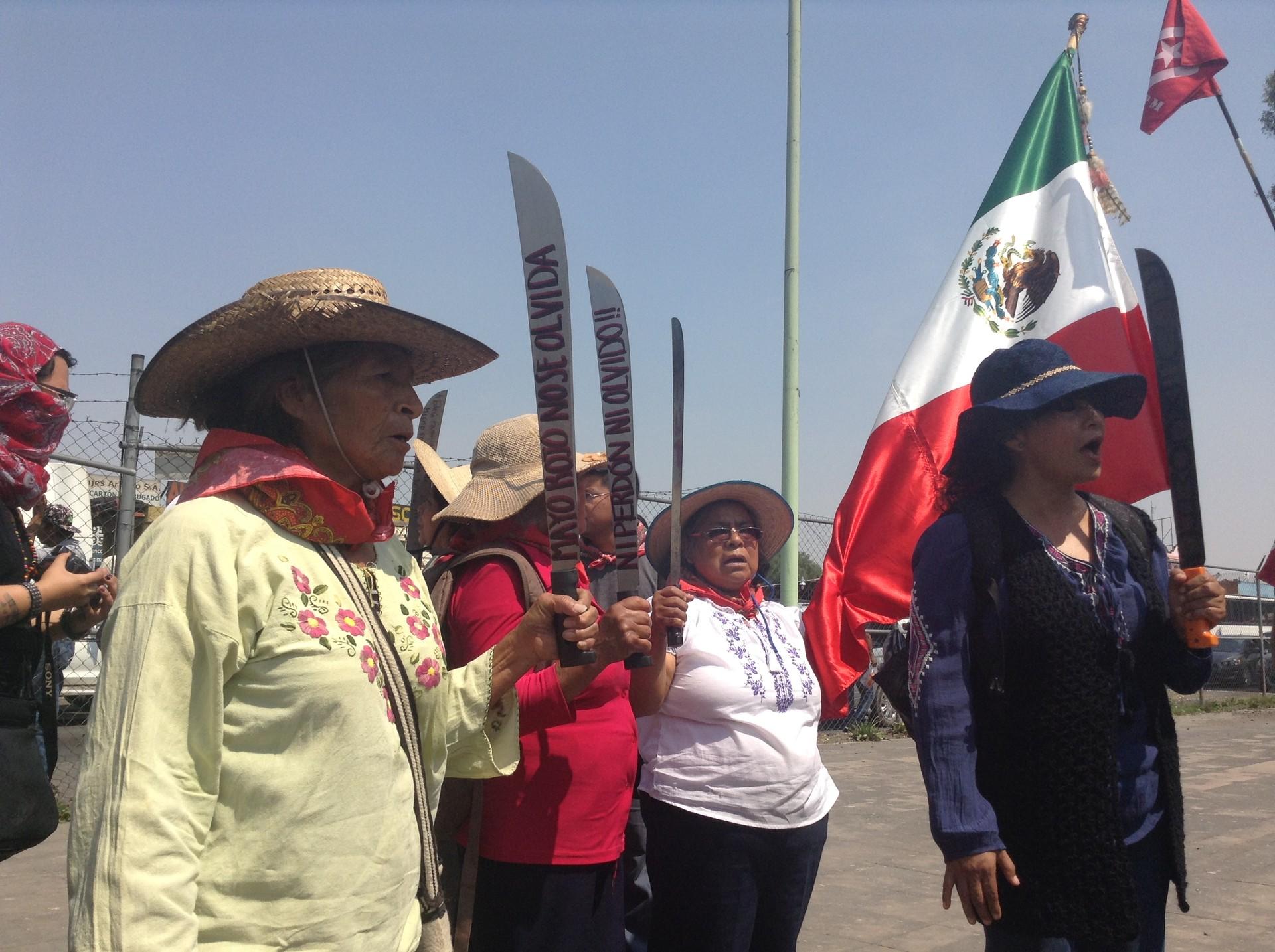 Mujeres atenquenses protestan