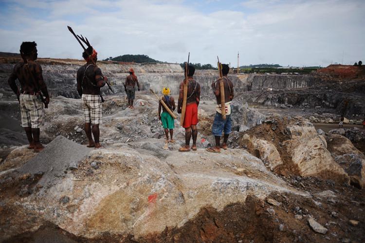 Indígenas del Amazonas ocupan el emplazamiento de una obra de la presa hidroeléctrica de Belo Monte, en Vitória do Xingú, cerca de Altamira, en el estado de Pará.