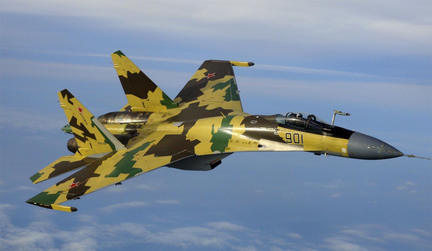 El caza Sukhoi Su-35BM ruso durante un vuelo de prueba.