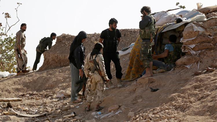 Combatientes del Ejército Libre Sirio cerca de la localidad de Morek, en el norte de la provincia siria de Hama, el 14 de octubre de 2015.