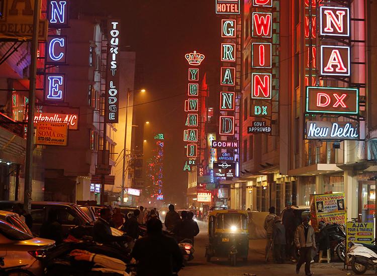 Calle del céntrico barrio Paharganj, en Nueva Delhi, la India