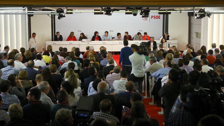 Reunión del Comité Federal del PSOE para decidir la abstención a la candidatura de Rajoy