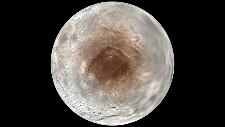 La imagen de Caronte, una de las lunas de Plutón, registrada por New Horizons.