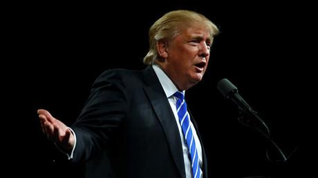 El magnate Donald Trump preguntando