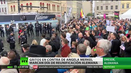 Los gritos contra Angela Merkel marcan el Día de la Reunificación de Alemania