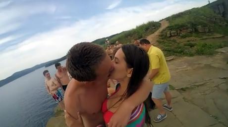 Encontró una GoPro perdida hace un año y publicó el video de cómo la perdieron