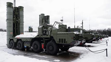 El sistema transportable de misiles antibalísticos S-400 Triumf