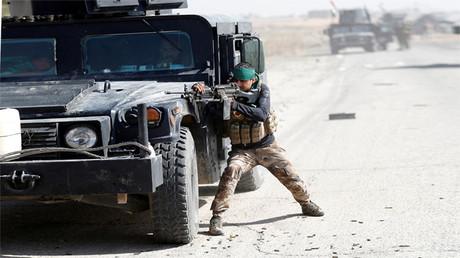Soldado de tropas especiales de Irak en combate al este de Mosul, 20 de octubre de 2016.
