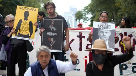 Manifestación en Guerrero por los 43 estudiantes de Ayotzinapa  desaparecidos