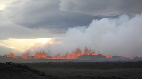 La lava del volcán en erupción Bardabunga fluye por la superficie, 31 de agosto de 2014.