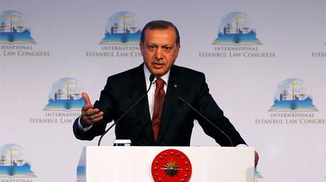 El presidente turco, Recep Tayyip Erdogan, presenta un discurso en Estambul, Turquía, el 17 de octubre de 2016.
