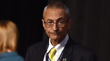 John Podesta a la espera del primer debate vicepresidencial en la Universidad de Longwood en Farmville (Virginia, EE.UU.), el 4 de octubre de 2016.