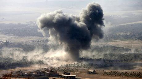 Las posiciones del Estado Islámico son atacadas en la población de Naweran cerca de Mosul, Irak.