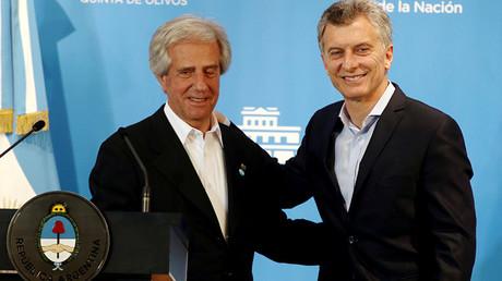 El presidente de Uruguay, Tabaré Vázquez, y su homólogo argentino, Mauricio Macri