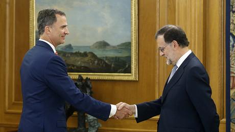 El rey Felipe VI recibe al presidente del Gobierno en funciones y líder del PP, Mariano Rajoy, durante la anterior ronda de consultas