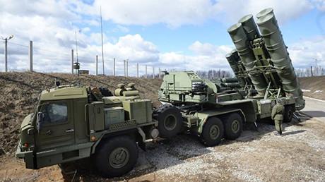 Sistema de misiles antiaéreos S-400 de alcance medio-grande Triumf