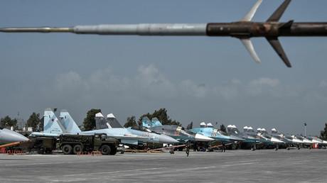 Cazabombarderos Su-34 en la base aérea de Hmeimim, en Latakia (Siria)