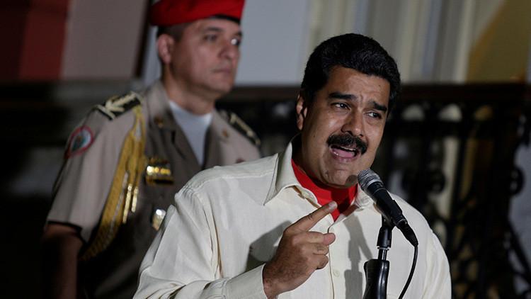 Chavistas marchan hacia la Asamblea Nacional para rechazar acuerdo contra Maduro
