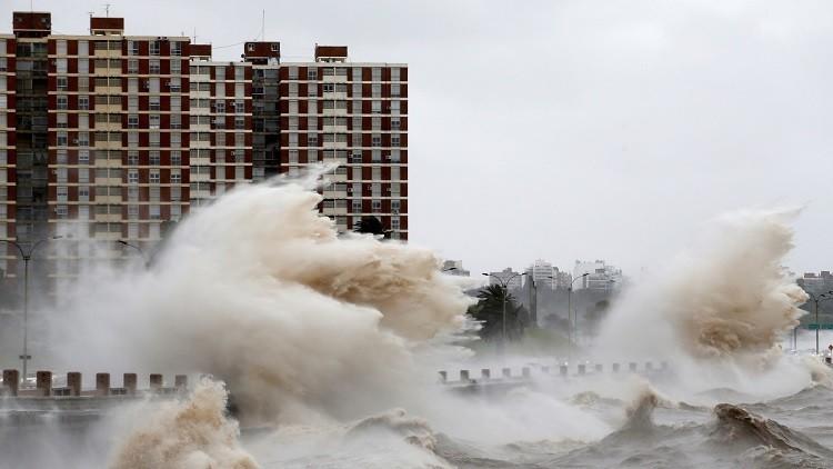 Alerta roja en Uruguay por tormentas peligrosas en los territorios del norte