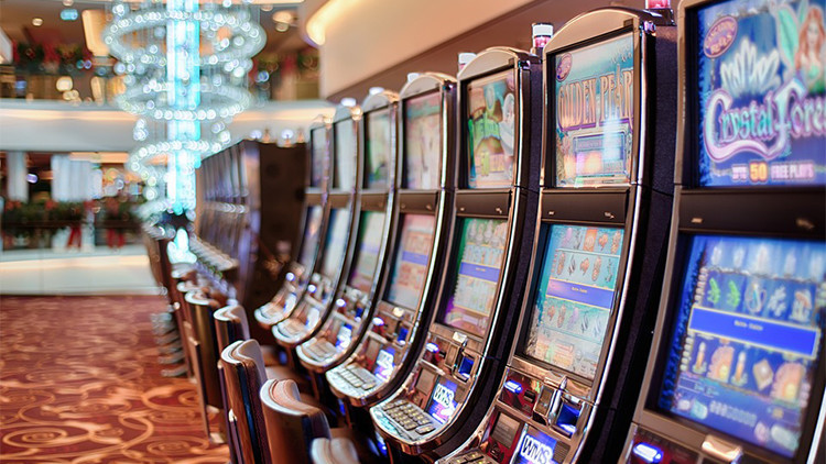 Una mujer gana 43 millones de dólares en un casino pero solo le pagan una cena