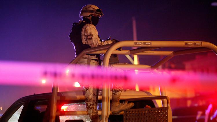 Video: Militares mexicanos prestan primeros auxilios a sicarios que acaban de abatir