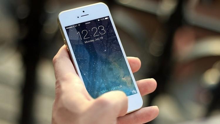 ¿Giro al pasado o apuesta de futuro?: Apple patenta un móvil plegable