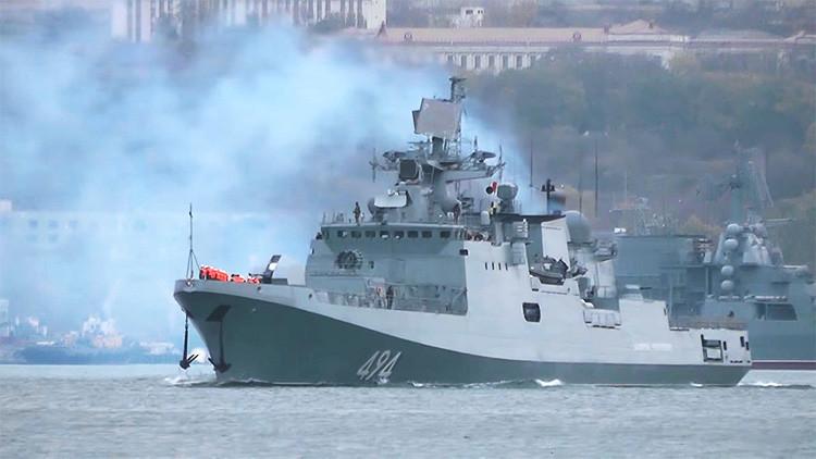 Video: Rusia suma una fragata con misiles de precisión a su agrupación naval cerca de Siria