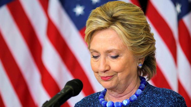"""El jefe del Comité de Seguridad del Congreso acusa a Clinton de """"traición"""" por usar correo privado"""