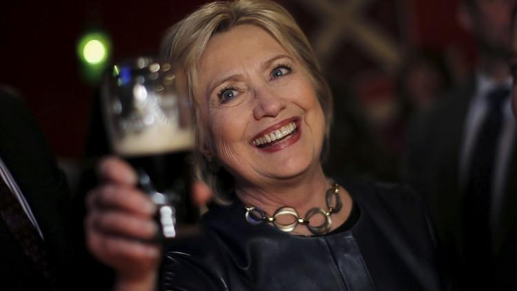 La otra 'resaca' electoral de Hillary Clinton: La verdadera historia detrás de sus memes con alcohol