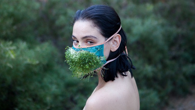 ¿Quiénes son los 'ecosexuales' y por qué hacen el amor con la Tierra para salvarla?