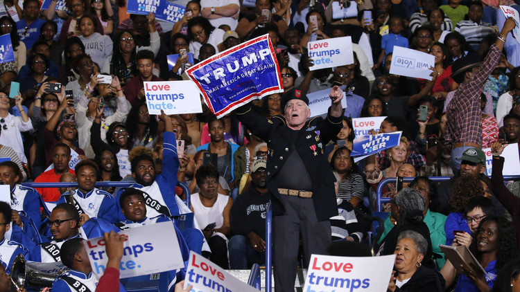 Un veterano del Ejército partidario de Trump interrumpe un discurso de Barack Obama (VIDEO)