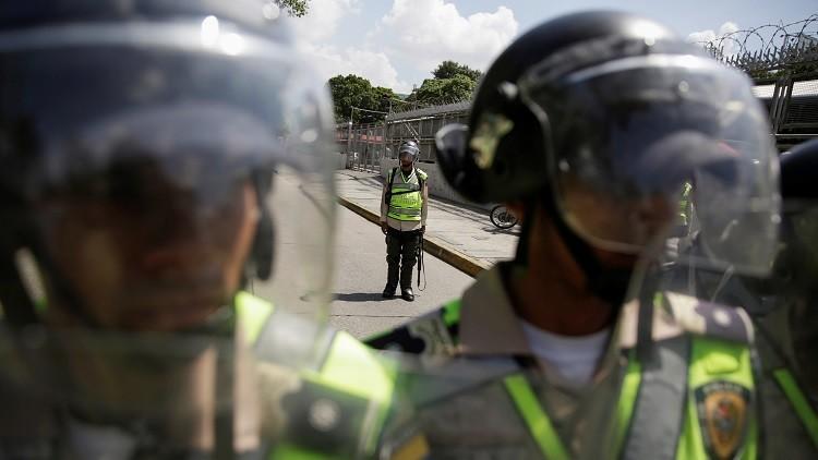 Venezuela: Estudiantes opositores se enfrenan con la Policía