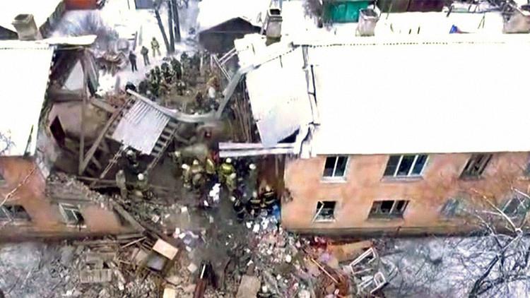 Una explosión de gas desploma parcialmente un edificio de viviendas en una ciudad rusa