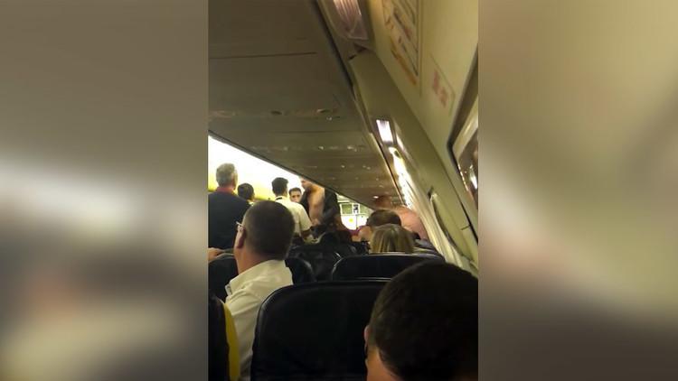 Una pelea en un avión a 9.000 metros de altura obliga a realizar un aterrizaje de emergencia