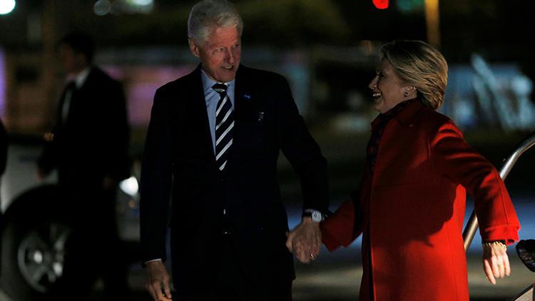 ¿Vuelve a sentirse mal Hillary Clinton? Un nuevo video muestra cómo se tambalea al bajar del avión