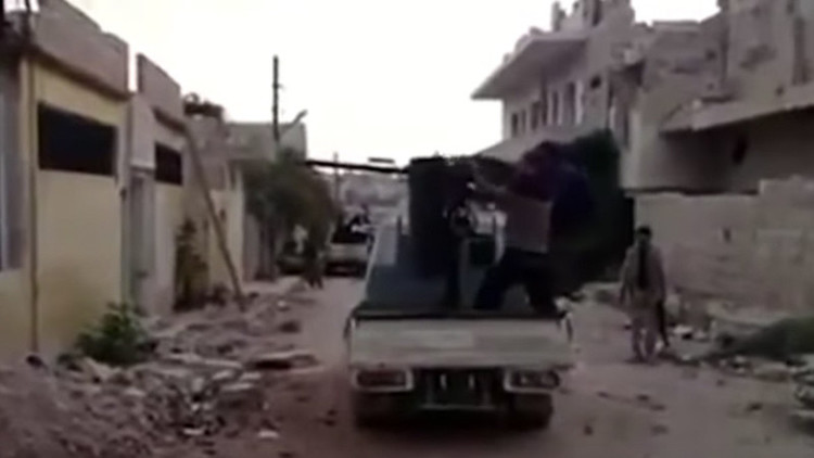 'Allahu akbar' y costalazo. Un video de propaganda yihadista se convierte en un 'fail' (VIDEO)