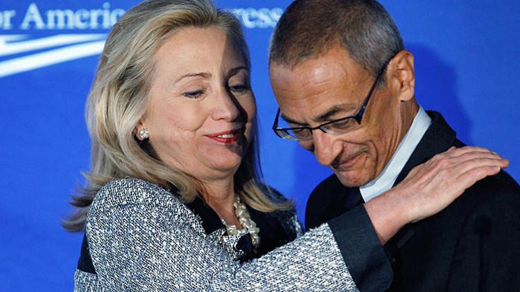 WikiLeaks publica otra tanda de correos del jefe de campaña de Clinton el día de las elecciones