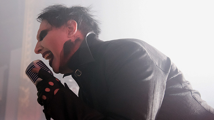 Marilyn Manson 'decapita' a Donald Trump en su nuevo clip (video)