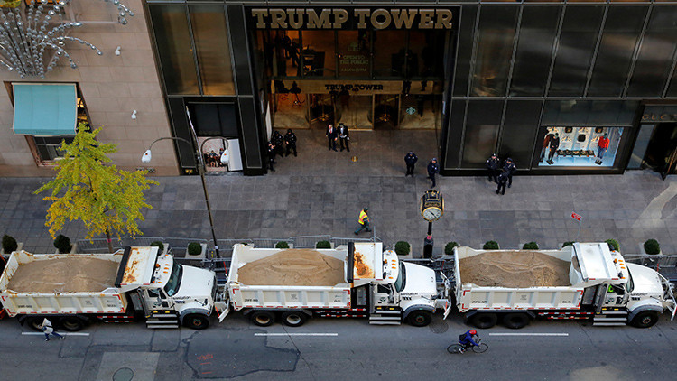 Nueva York está sembrada de camiones con arena. ¿Cuál es su función?